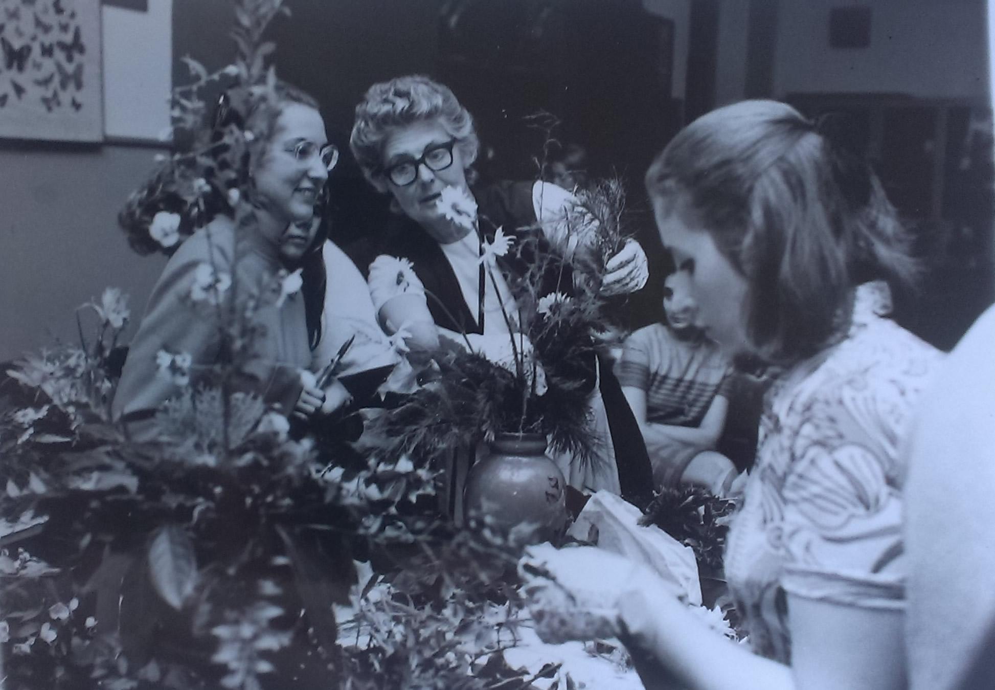 La Storia del Garden Club di Bologna - Camilla Malvasia, Lezioni alle Scuole Carducci I, 1971